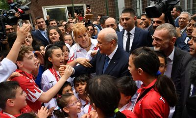 Karagümrük sporlu çocuklar Bahçeli'nin Babalar gününü kutladılar