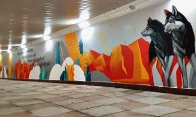 Kazak Sanatçılar  duvarları Türklük sembolleri ile süslediler