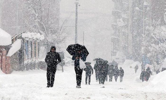 Meteoroloji uyarmıştı! Ankara'da yoğun kar yağışı başladı İstanbul'a karlı hava bu gece geliyor