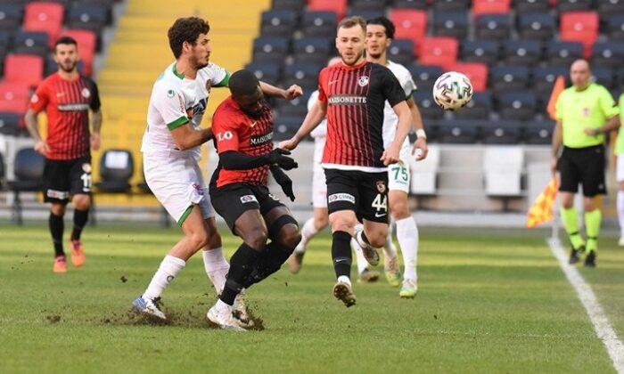 Gaziantep FK'ye yenilen Alanyaspor liderliği Galatasaray'a bıraktı