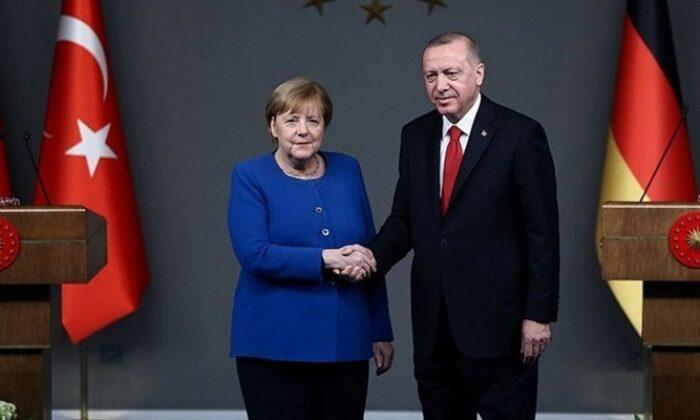 Cumhurbaşkanı Erdoğan, Merkel ile video konferans aracılığıyla görüştü