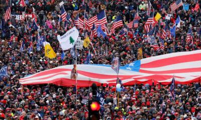ABD'de Biden'ı protesto eden aşırı solcu göstericiler Demokrat Parti ofisine saldırdı