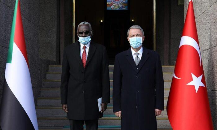 Milli Savunma Bakanı Akar, Sudanlı mevkidaşı Yassın ile bir araya geldi
