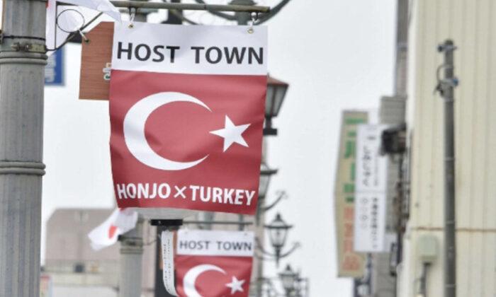 Japonya'da Honjo şehri Türk bayraklarıyla süslendi