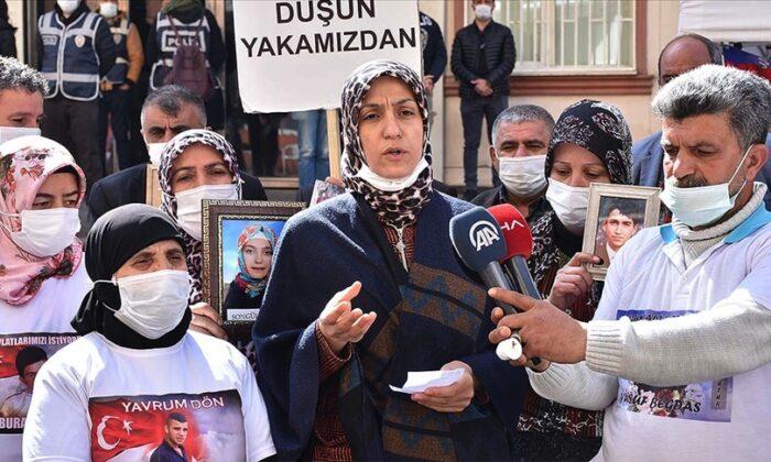 Diyarbakır Annelerinde Özel'e tepki! HDP'nin kandırarak PKK'ya verdiği çocuklar için demiyorsunuz