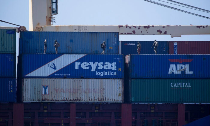 İzmir'den demir alan gemiye operasyon!