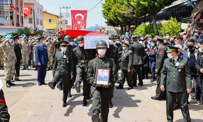 Şehit Teğmen Mehmet Kıvık İzmir'de son yolculuğuna uğurlandı