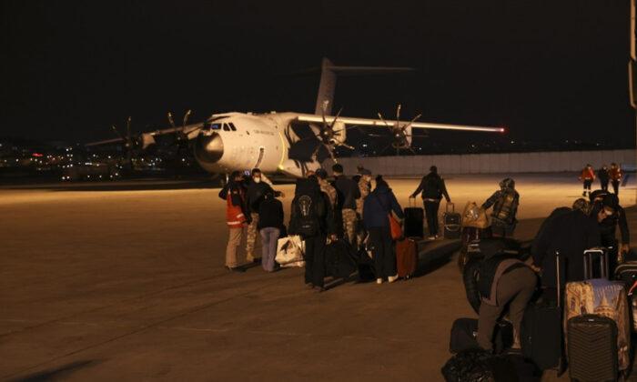Arakanlı Müslümanlara yardım taşıyan askeri kargo uçağımız yola çıktı
