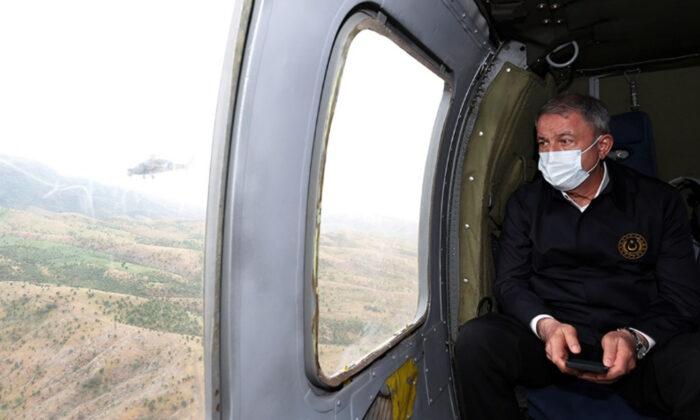 Milli Savunma Bakanı Akar, sınır hattında
