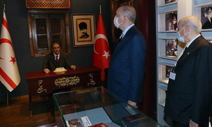 Cumhurbaşkanı Erdoğan, Lefkoşa'da Başbuğ Alparslan Türkeş'in doğduğu müze eve ziyarette bulundu