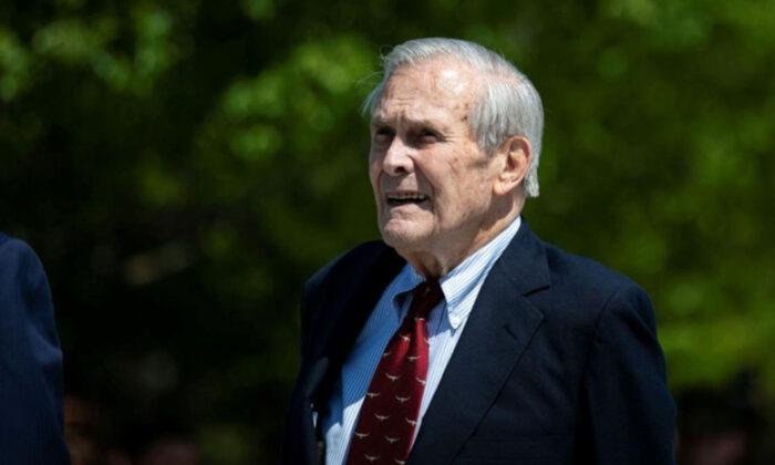 ABD'nin Irak ve Afganistan'ı işgal eden savunma bakanı öldü