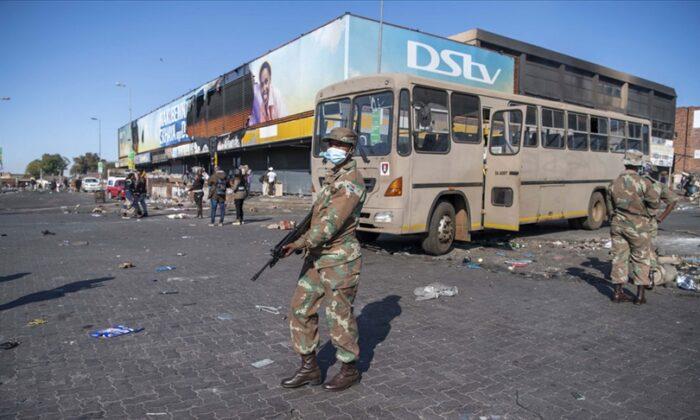 Güney Afrika'da yaşanan yağma ve şiddet olaylarında ölü sayısı 212'ye yükseldi