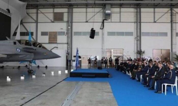 Yunanistan Fransa'dan ikinci el 12 uçaktan ilki teslim alındı