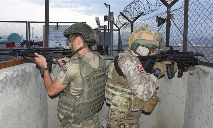 Azerbaycan halkından Türkiye'ye askeri üs çağrısı