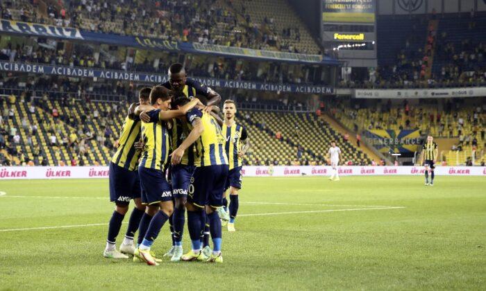Fenerbahçe, zirveyi bırakmadı!