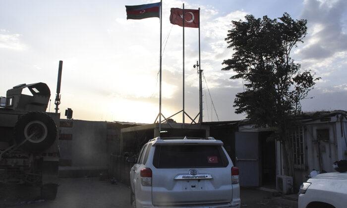 Türkiye ve Azerbaycan askerleri Kabil'de omuz omuza görev yapıyor