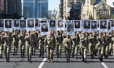 Azerbaycan'da Karabağ şehitlerini anma yürüyüşü