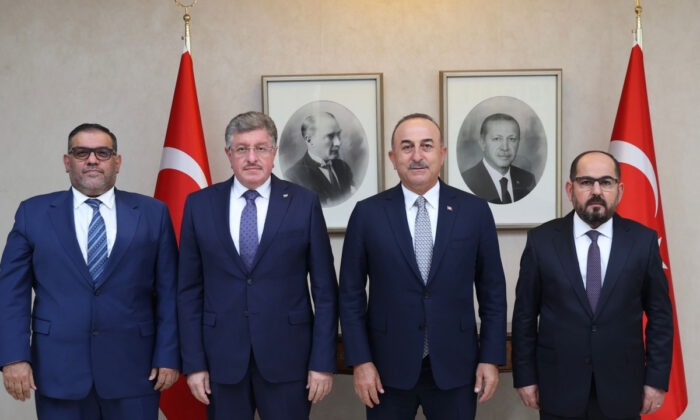 Çavuşoğlu, Suriye Ulusal Koalisyonu ve Suriye Geçici Hükümeti heyeti ile görüştü