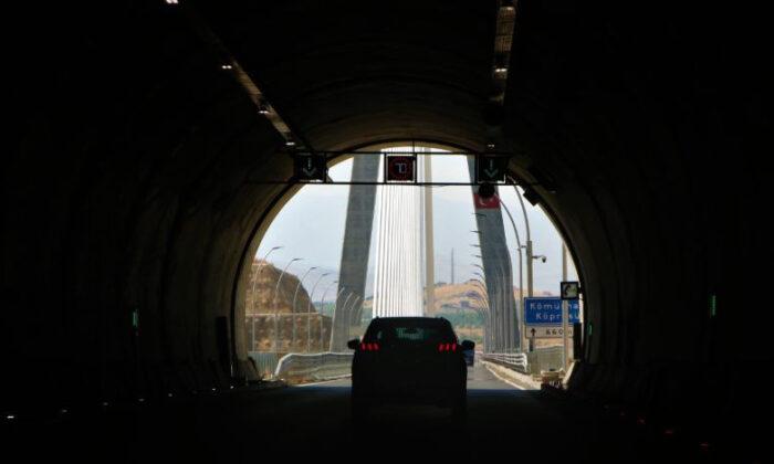 16 şehri birbirine bağlıyor! Dev köprünün çelik halatları Eyfel kulesiyle eşit