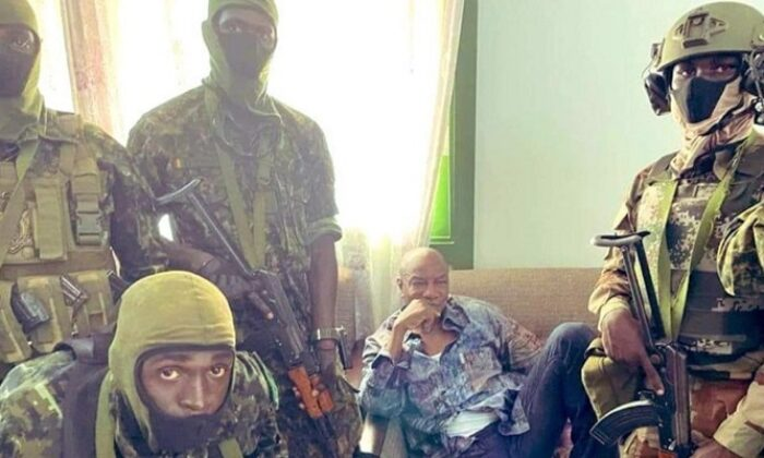 Gine'de darbe! Cumhurbaşkanı Conde rehin alındı