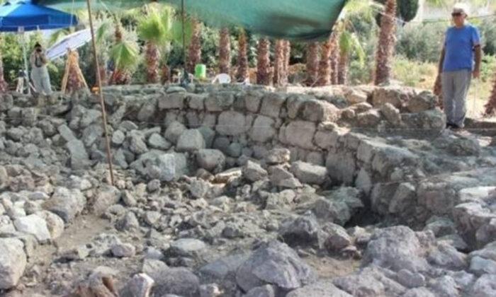Aratos'un anıt mezarının olduğu değerlendirilen yapının zeminine ulaşıldı