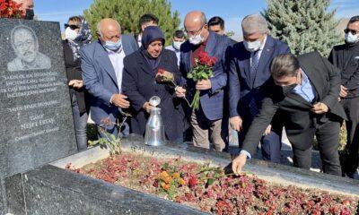 'Bozkırın Tezenesi' Neşet Ertaş Kırşehir'deki mezarı başında anıldı