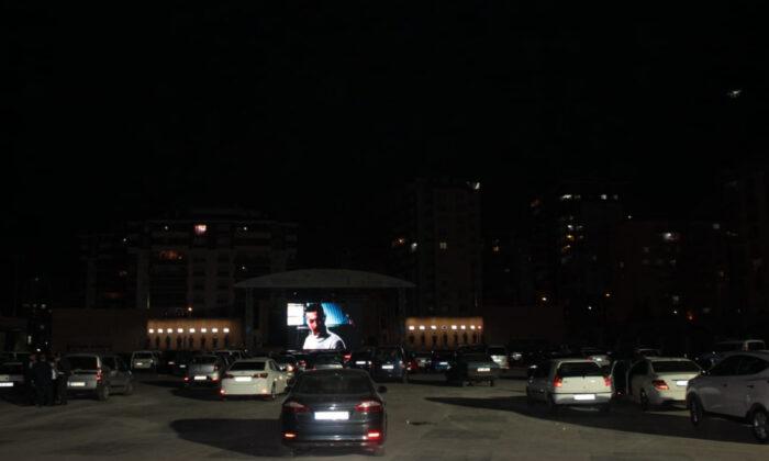 Ülkü Ocakları'ndan Açık Hava Arabada Sinema Film Gösterimi