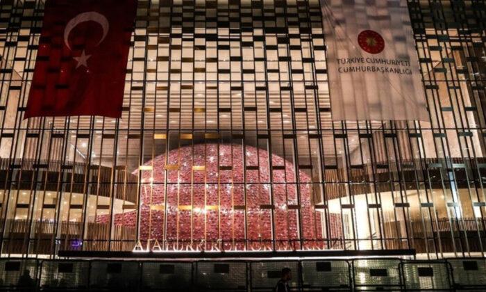 Atatürk Kültür Merkezi'nin yeni tabelası asıldı