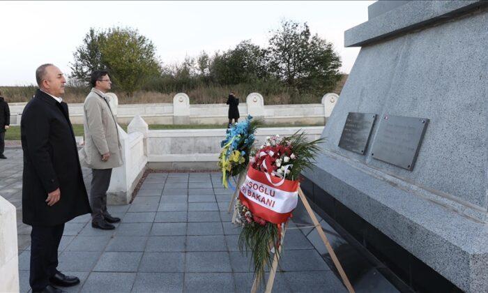 Bakan Çavuşoğlu, Birinci Dünya Savaşı'nda şehit düşen Türk askerlerinin Ukrayna'daki şehitliklerini ziyaret etti