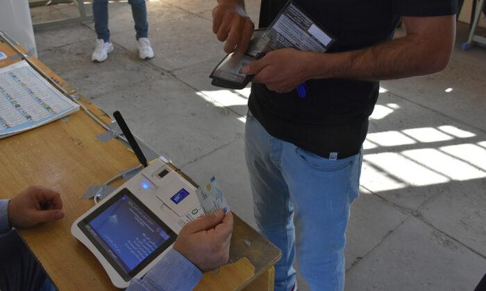 Iraklılar sandık başında; Oy verme işlemi sırasında elektronik cihazlar arızalandı