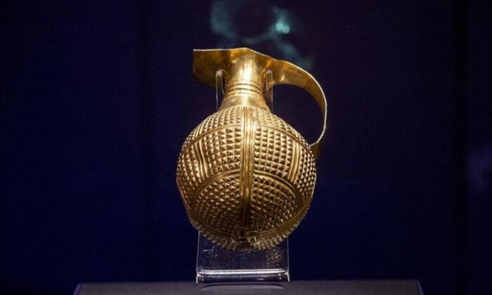 Yaklaşık 4 bin 250 yıllık altın gaga ağızlı testi Türkiye'ye iade edildi