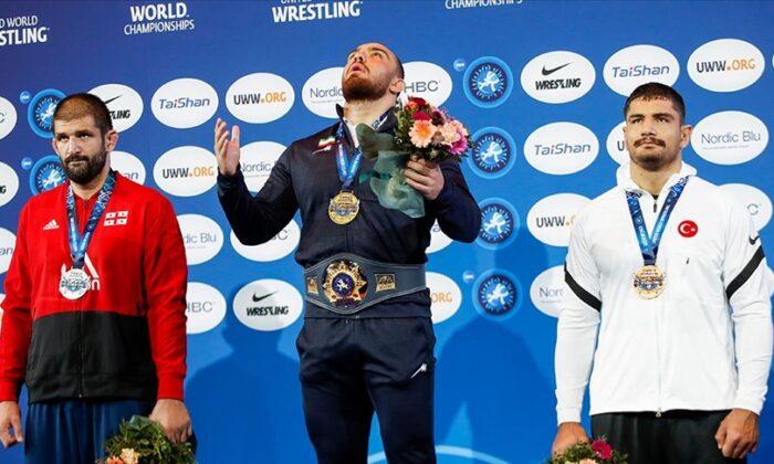 Milli güreşçi Taha Akgül dünya üçüncüsü oldu