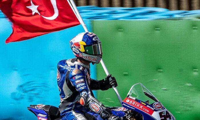 Milli motosikletçi Toprak Razgatlıoğlu, Portekiz'de birinci oldu